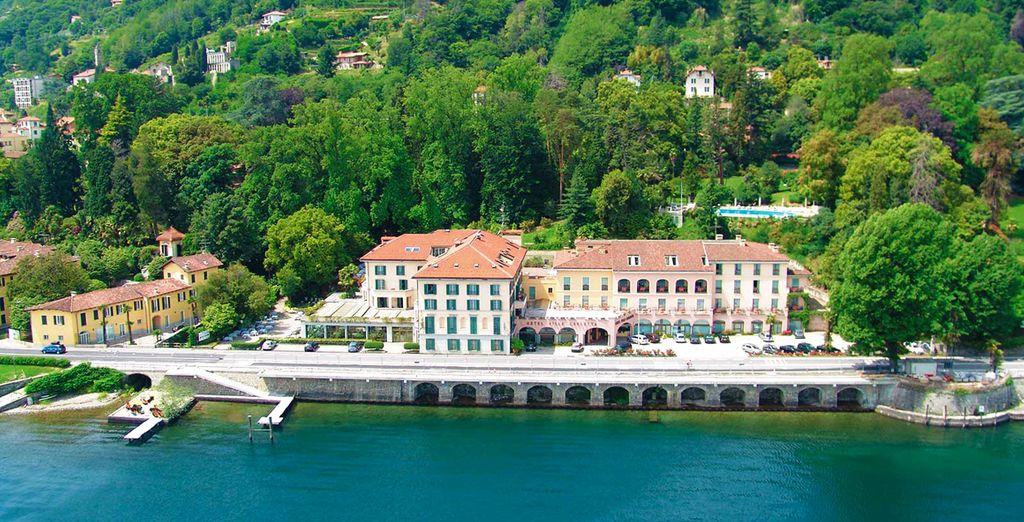 Rodeado por campos, jardines y junto al lago Maggiore