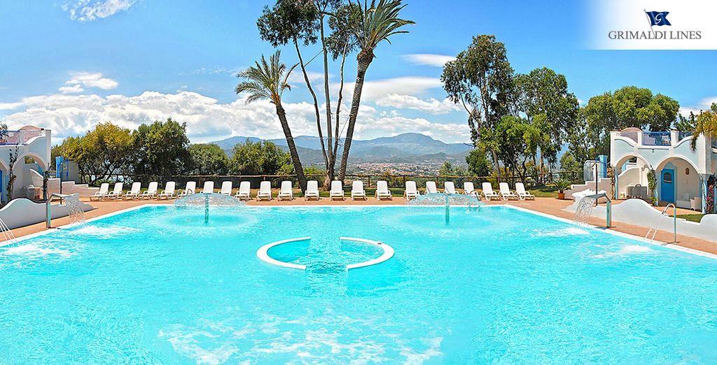 Date un baño en las piscinas de Arbatax Park Resort - Dune 4*