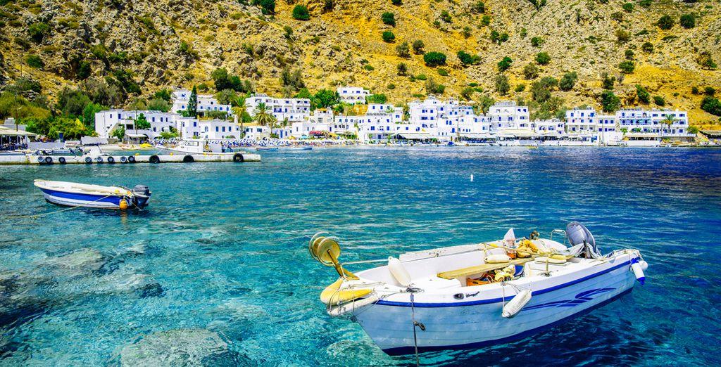 Las cristalinas aguas del Egeo te esperan