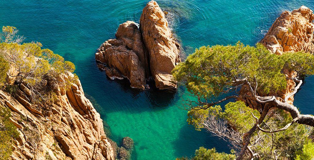 Las aguas cristalinas de la Costa del Maresme te encantarán