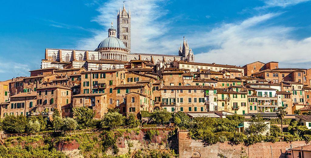 ... cercana también a la ciudad de Siena