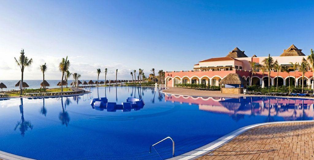 Cuenta con 4 piscinas exteriores