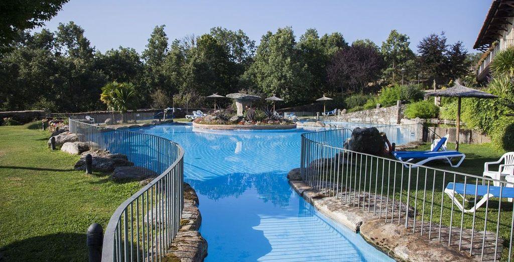 Disfruta de las piscinas exteriores de la Abadía de los Templarios