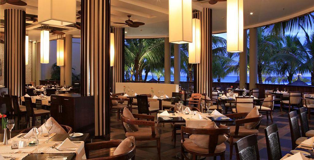 Degusta todo tipo de platos en los diversos restaurantes del hotel