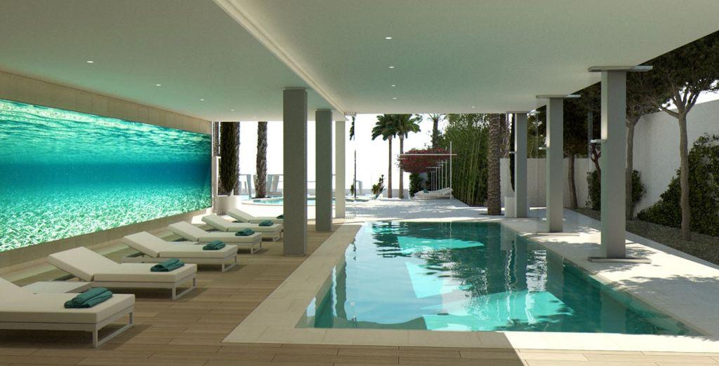 Relájate en en sus numerosas piscinas