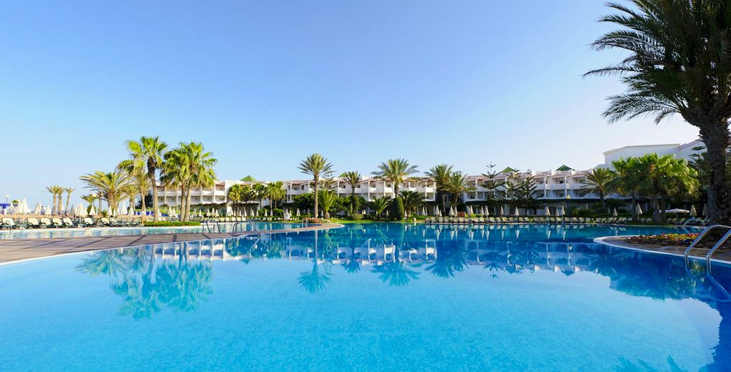Refréscate en las piscinas exteriores de Iberostar Founty Beach 4*