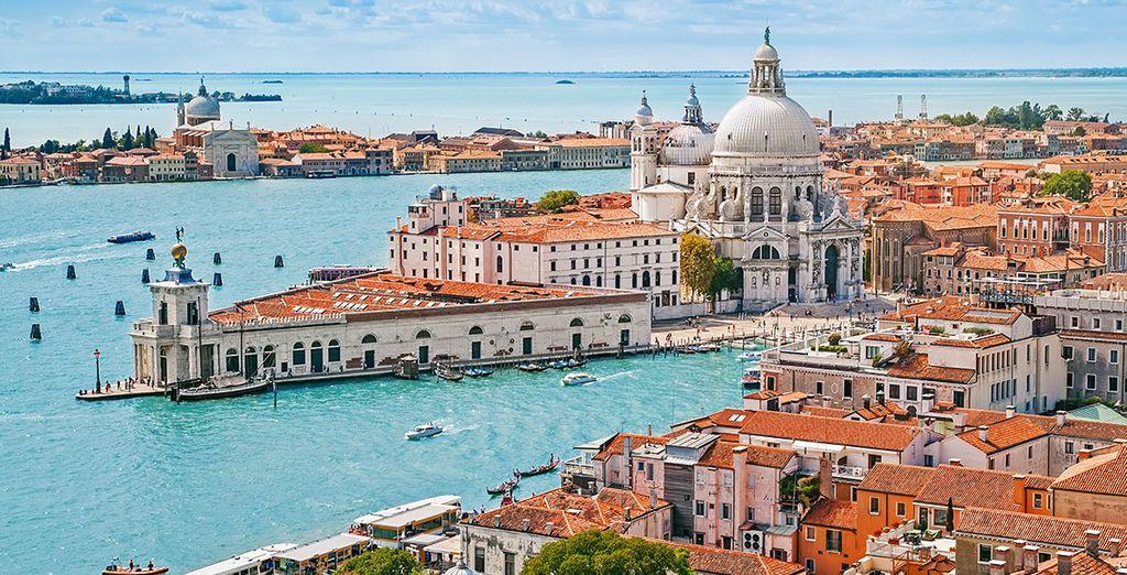 Tu hotel se encuentra cerca de las principales atracciones venecianas