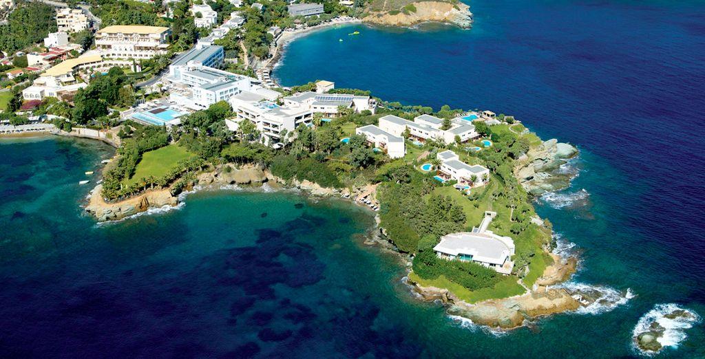 Este extenso complejo de 5 * está situado en su propia península privada