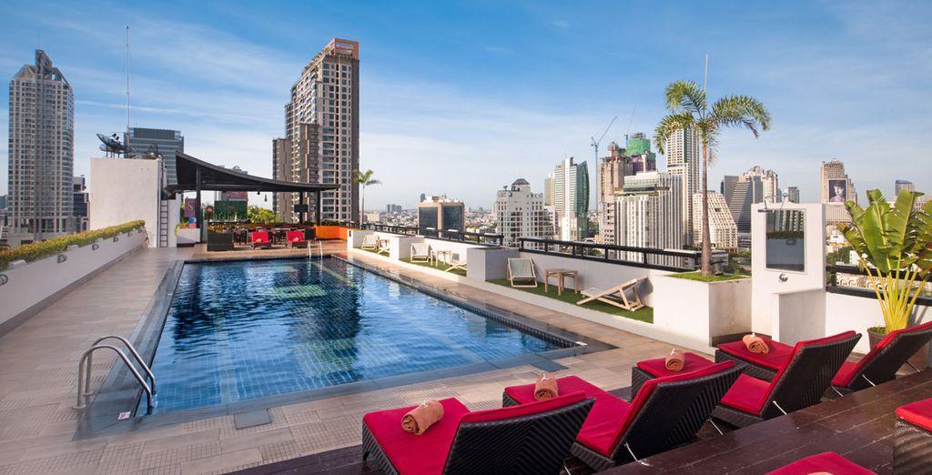 Te alojarás en el Hotel Furama Silom 4*