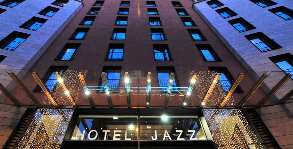 El Hotel Jazz te recibe junto a la céntrica Plaza Cataluña