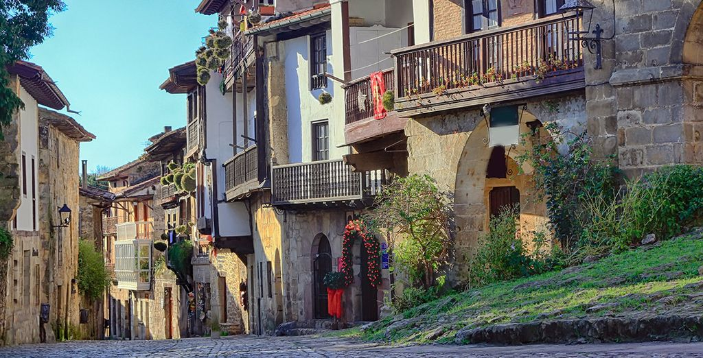Acércate a la vecina y bonita Santillana del Mar
