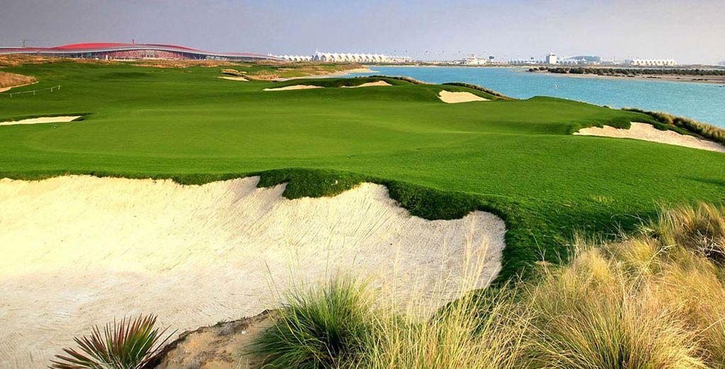 Practica tu swing en el campo de golf
