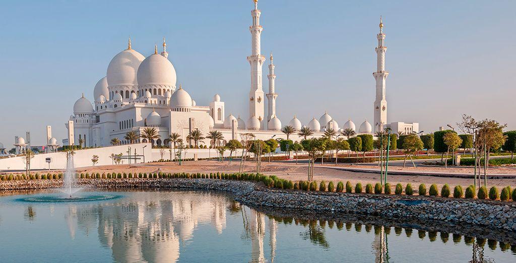 Puedes contratar visitas opcionales, como a la interesante Abu Dhabi