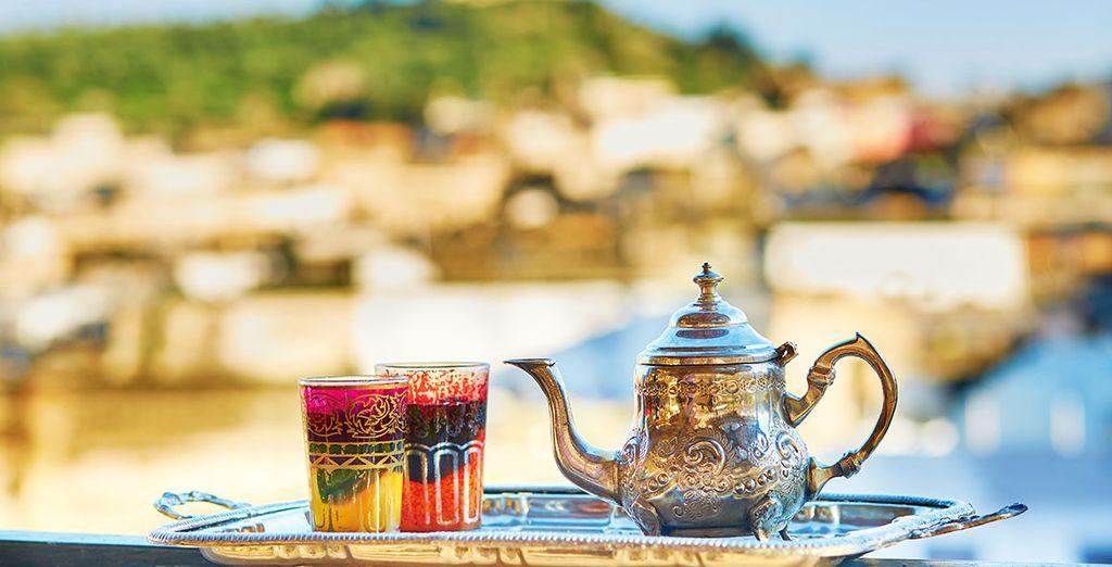 A tu llegada te recibiremos con té y repostería marroquí