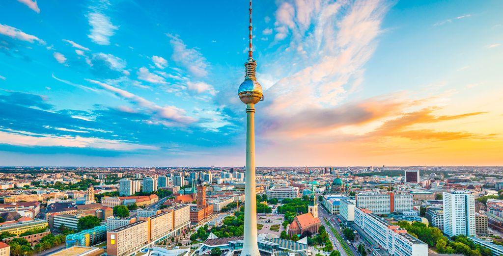 Visita la Torre de TV de la ciudad, 368 metros de altura para tener las mejores vistas