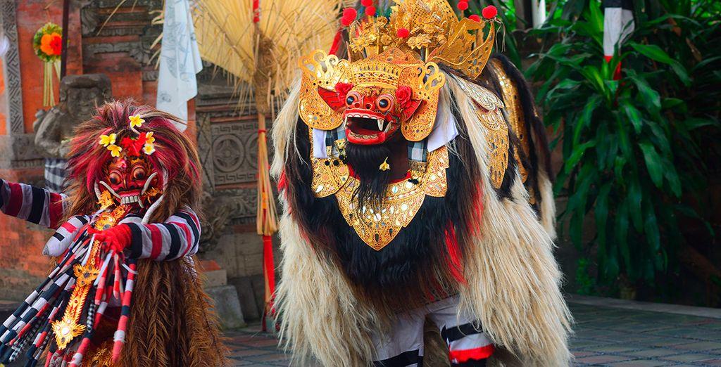 Esta danza tradicional cuenta la historia de la eterna batalla entre el bien y el mal