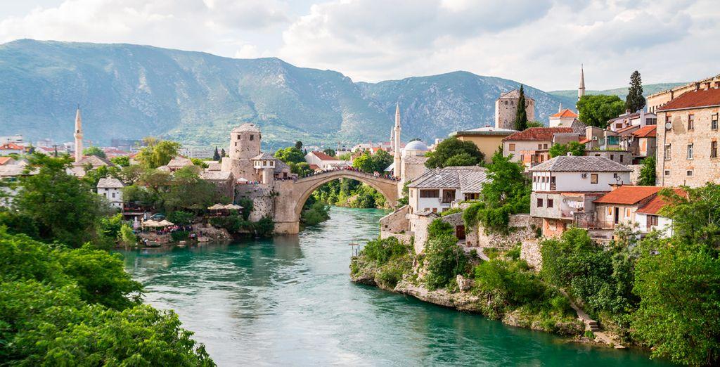 El quinto día visitarás Mostar, en Bosnia-Herzegovina, una de las ciudades más bellas y emblemáticas de los Balcanes