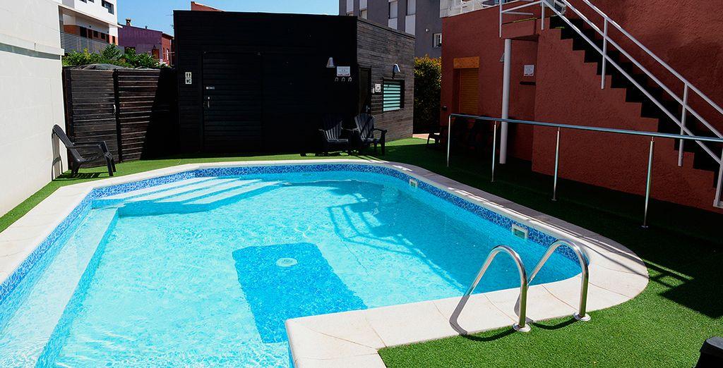 Refréscate en su piscina