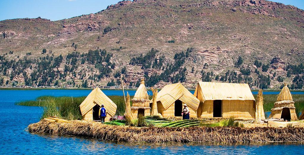 Visitarás las islas flotantes de los Uros