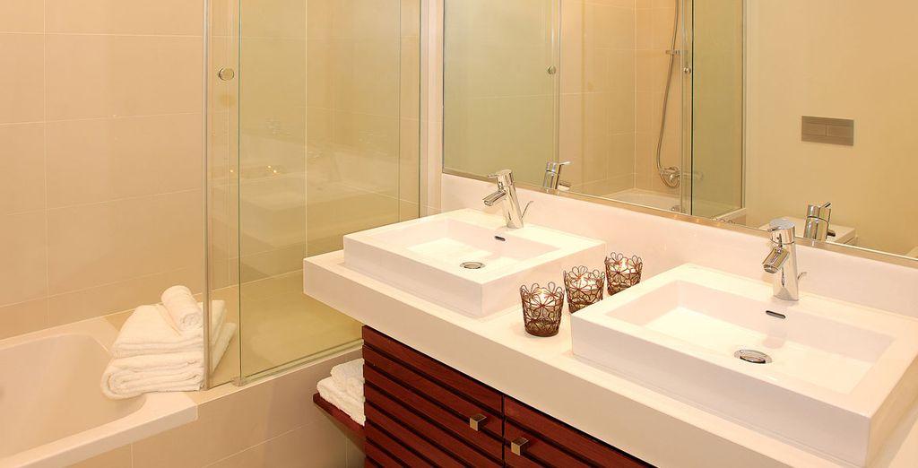 y con dos completos baños