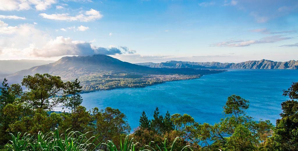 Visitaréis el lago Batur, en la región de Kintamani