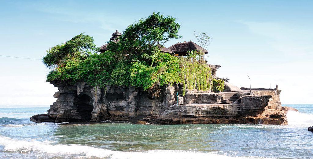 Contempla la belleza del templo de Tanah Lot, el lugar más fotografiado de Bali