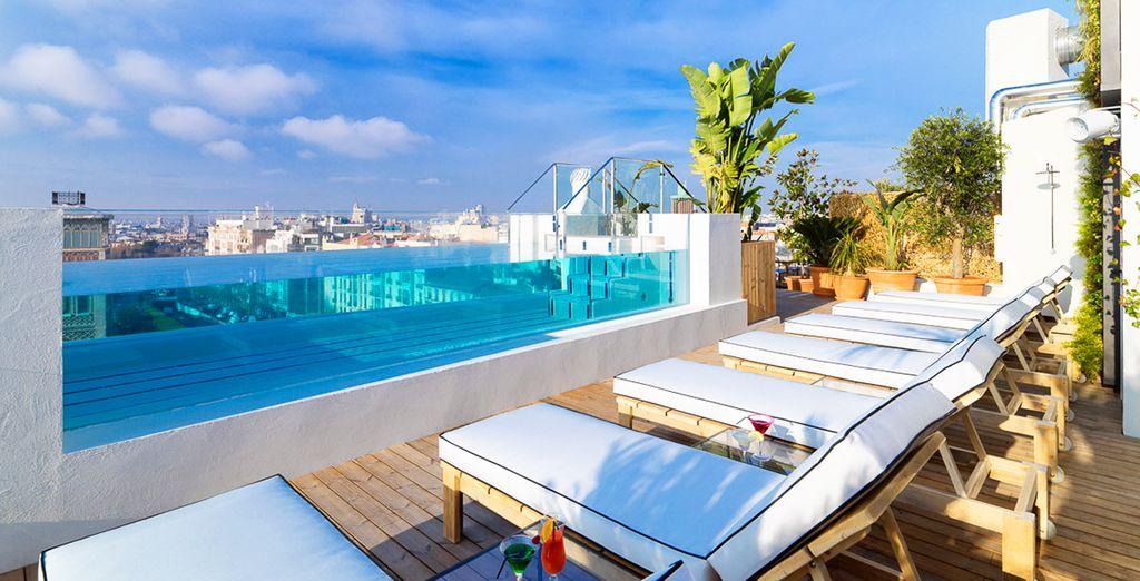 Disfruta de las vistas desde la terraza del Hotel H10 Puerta de Alcalá 4*