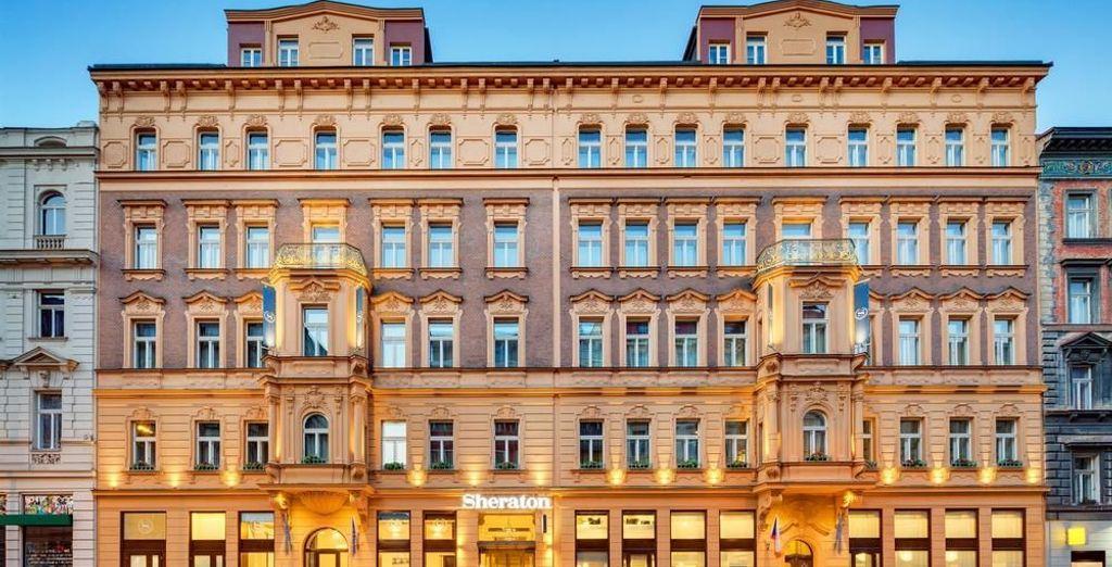 Sheraton Prague Charles Square Hotel 5* te da la bienvenida