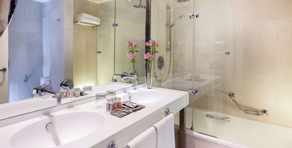 ...y un moderno baño