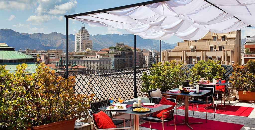 Disfruta de impresionantes vistas desde la terraza del Plaza Opéra