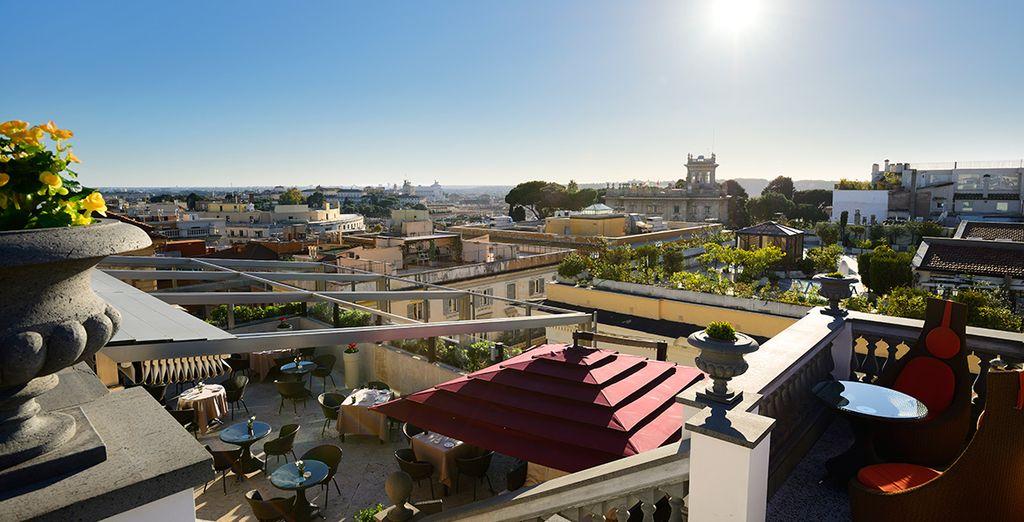 ...ubicado en la azotea del hotel, ofreciendo unas maravillosas vistas de la ciudad