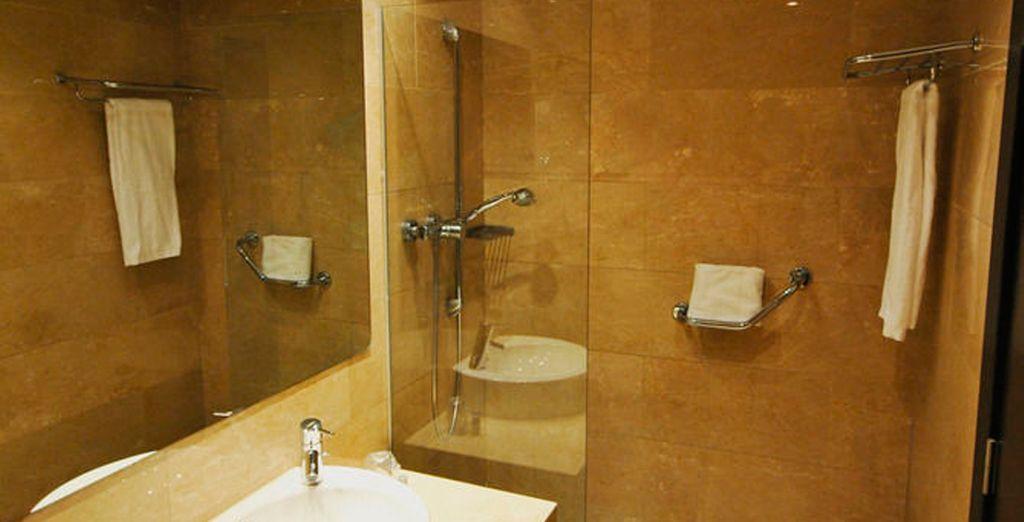 Con baño completamente equipada