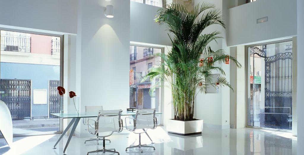 Con una sobria belleza arquitectónica y una elegante y vanguardista decoración interior