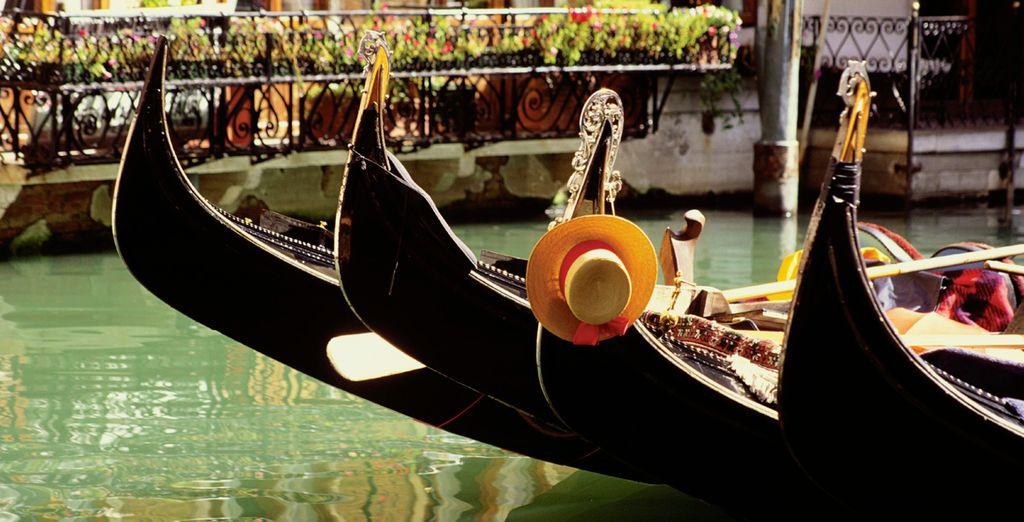 Si vienes a Venecia, no podrás evitar un paseo por los canales en góndola