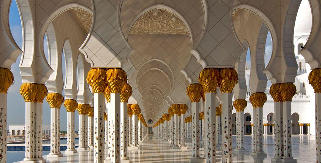 Acércate a la Mezquita Sheikh Zayek