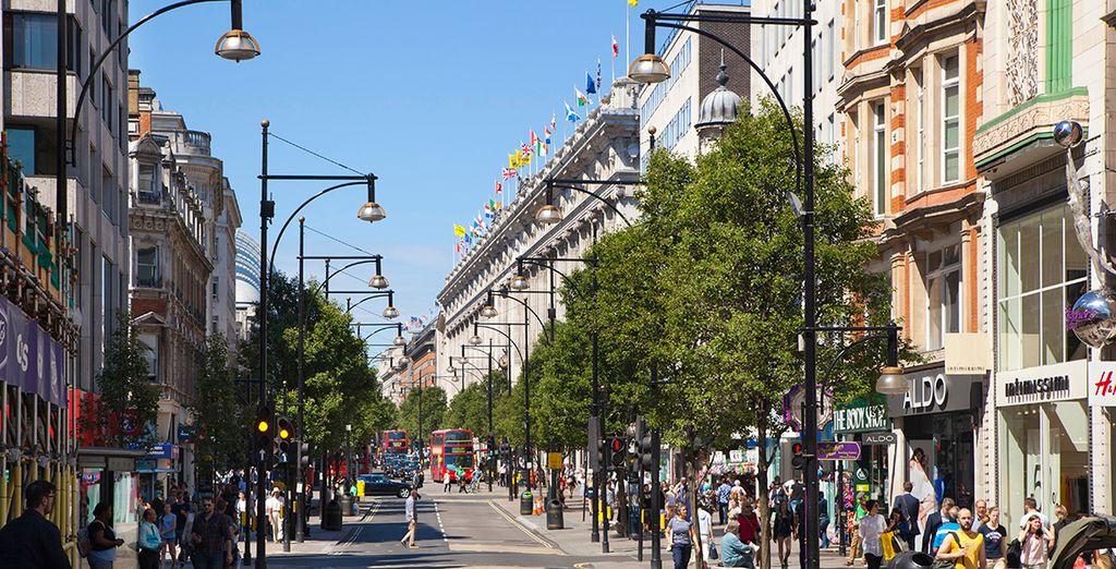 Visita Oxford Street, conocida calle comercial