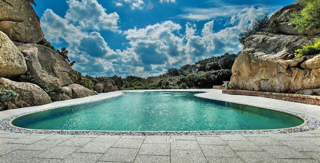 Desconecta en la impresionante piscina Magnapool