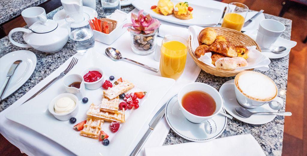 Todas las mañanas podrás tomar un desayuno buffet