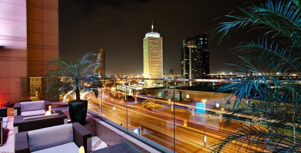 Disfruta de la panorámica de la ciudad desde Fairmont Dubai 5*
