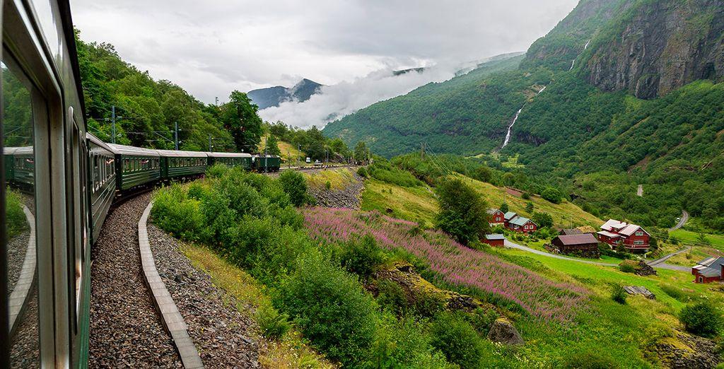 Opcionalmente, podrás subirte al tren de Fläm. Te asombrará al pasar por escarpadas laderas, junto a espectaculares cascadas
