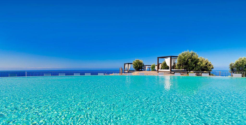 Una majestuosa piscina infinity te espera en el Hotel Sheraton Gran Canaria Salobre Golf Resort & Spa 5*
