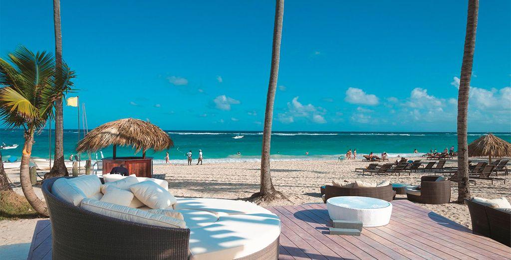 Rélajate en la playa del hotel