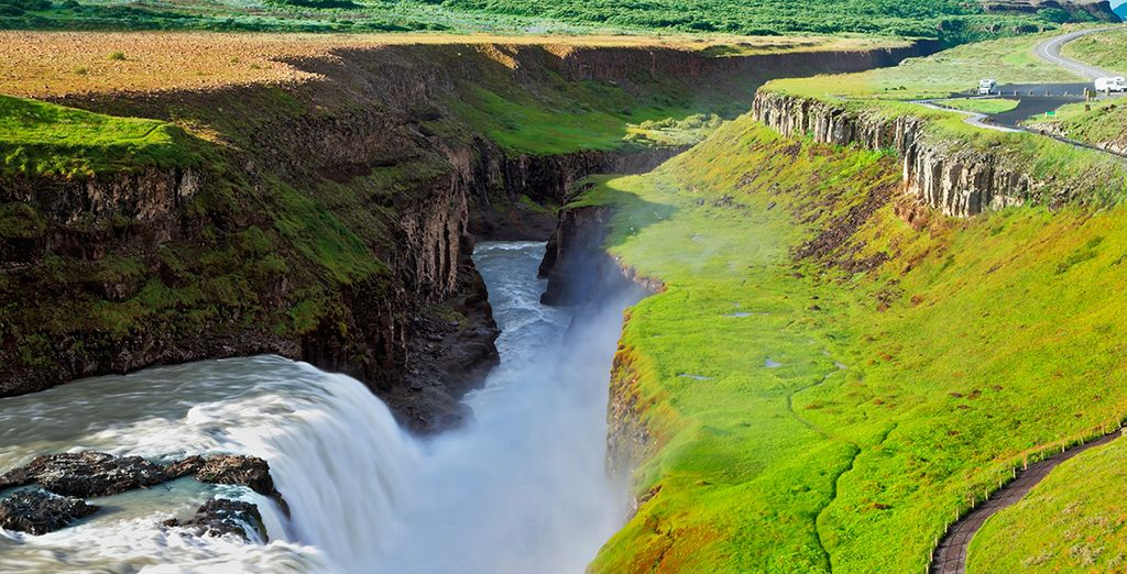 Visitaremos también Gullfoss, la Cascada Dorada