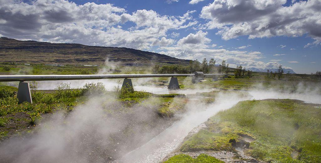 También visitaremos el manantial geotérmico más caudaloso de Islandia, el Deildartunguhver