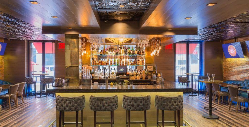 Tómate tu cóctel favorito en el bar
