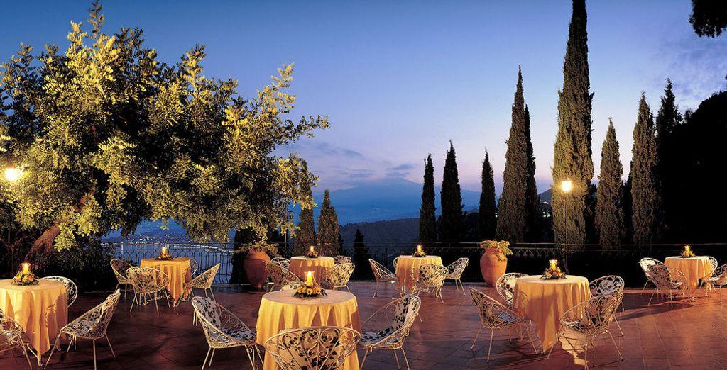 Disfruta de las especialidades sicilianas en el restaurante con terraza