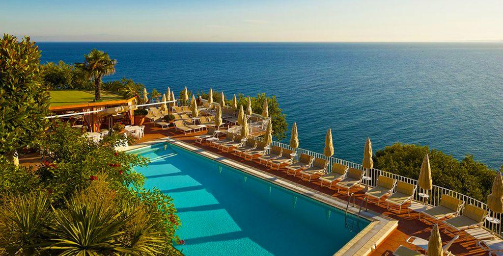 Un acogedor hotel de 4 estrellas de estilo mediterráneo con vistas al mar