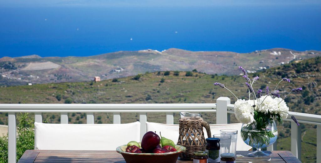 Podrá saborear un rico desayuno en la terraza de su villa