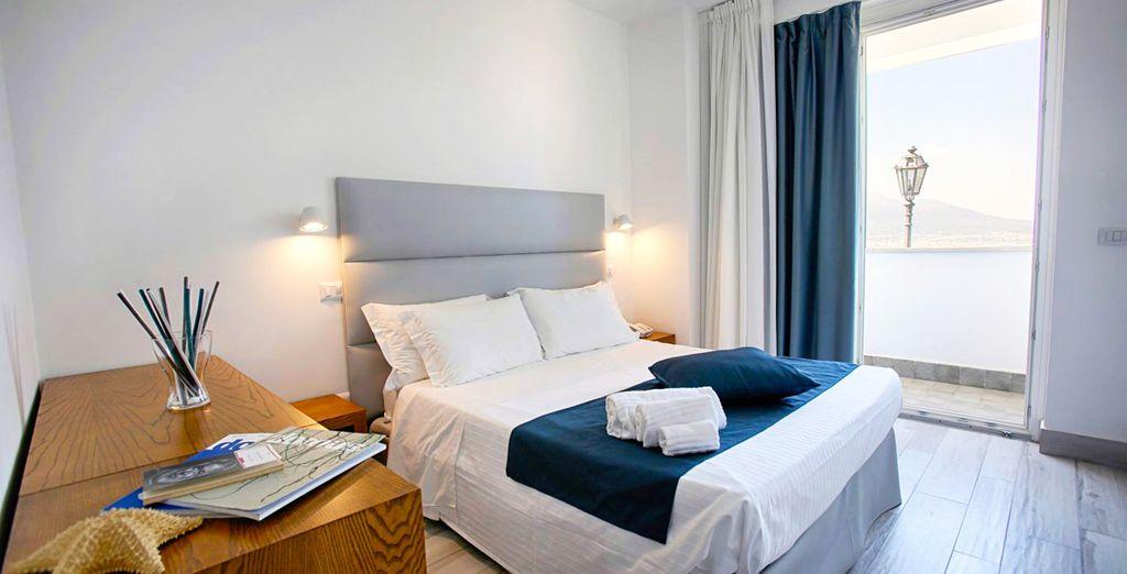 Descansarás en una habitación con vistas al mar