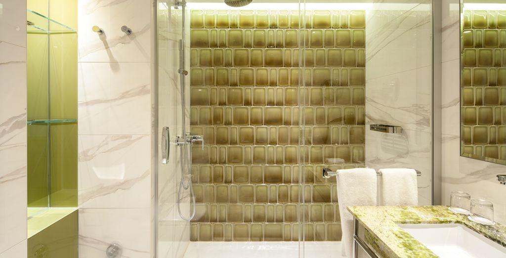 Contarás con un baño completamente equipado y de lo más elegante
